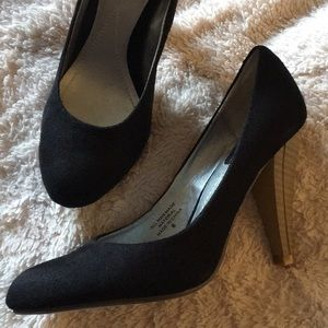 Twenty One Classic Black heels shoes size 6